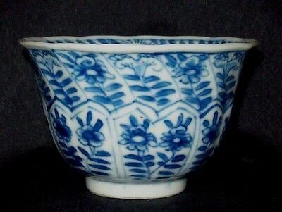 PERFECT 18th C CHINESE KANGXI PERIOD BLUE AND WHITE PORCELAIN TEA BOWL CUP VASE