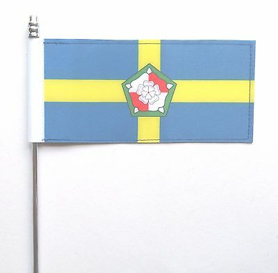 Pembrokeshire Sir Benfro County Ultimate Table Flag