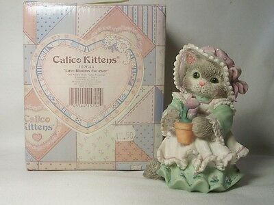 Enesco CALICO KITTENS Love Blooms Fur-ever 102644 Valentines Day NEW