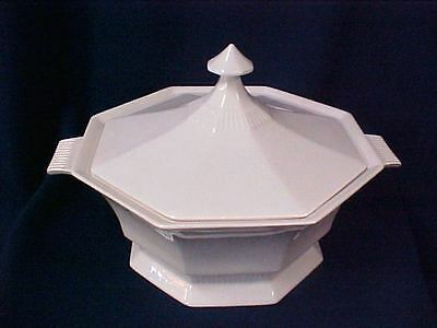 Castleton China Serving Bowl/Tourine with lid Independence Ironstone