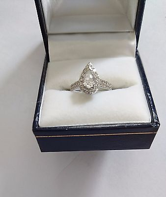 18 Carat White Gold Pear Shaped Engagement Ring and Wedding Band Set