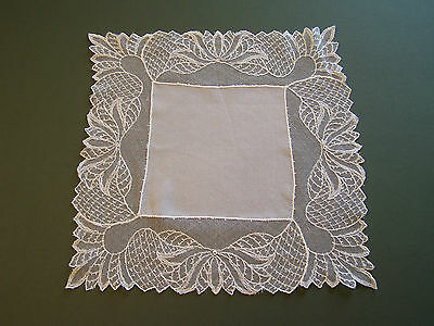 A VINTAGE LADIES HANKIE HANDKERCHIEF WHITE DEEP LACE EDGED suitable for WEDDING