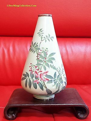 Japanese Meiji Period: Elegant Wireless Cloisonne Vase of Wisteria Flowers