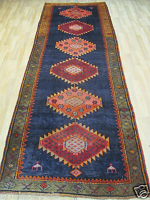 A BRILLIANT OLD HANDMADE SHIRAS ORIENTAL RUNNER (325 x 110 cm)