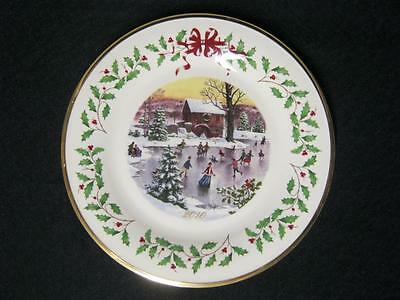 Lenox The Annual Holiday Collector Plate Year 2010 - B652-K