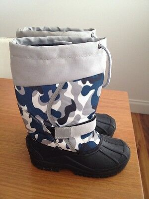Boys Or Girls Kids Snow Boot . Size UK 1 Warm And Waterproof VGC