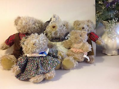 THE FAMILY BEAR COLLECTION TEDDY COLLECTABLE SHABBY CHIC Display