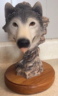 """""""Before the Chase"""" Mills Creek Studio Wolf Sculpture #4103"""