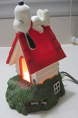 Peanuts Gang Snoopy Lighted Lamp Hallmark 1984 Works Lying on Doghouse So Cute