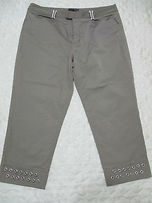 Absolutely As New, Ladies Size 14 Golf Pants, Turtle Creek, 3/4 Length, Strechy