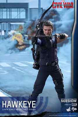 Hot Toys Marvel's Hawkeye / Captain America - Civil War / Sixth Scale Figure