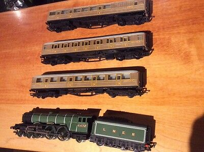 Model Hornby  00 gauge Flying Scotsman engine and carriages
