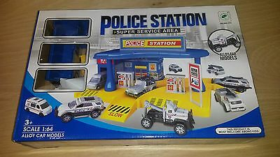 Boys police station play set includes 3 cars 3+