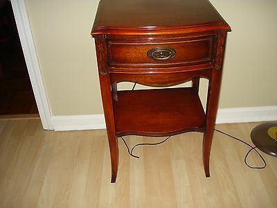 Vintage / Antique Night Stand/ End Table Federal Style Mahogany