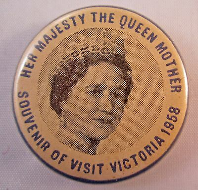 """STUNNING ROYAL VISIT TO VICTORIA 1958 """"THE QUEEN MOTHER"""" 33mm TIN BUTTON BADGE"""