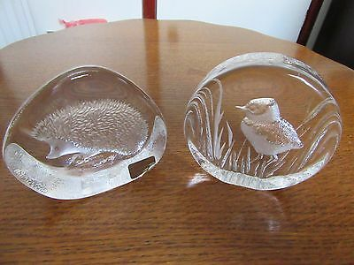 2 x Mats Jonasson Crystal paperweights Hedgehog and Lapwing