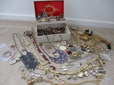 huge job lot of antique vintage jewellery & modern jewellery aprox 128 items..