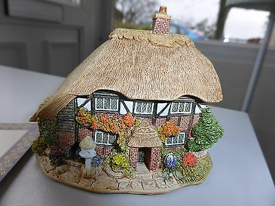Lilliput Lane Honeysuckle Cottage 111 L2096