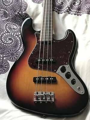 2006 Fender American Standard Lined Fretless Jazz Bass in superb condition
