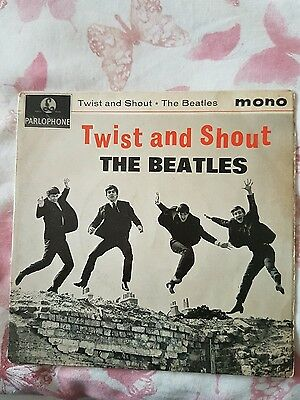 The Beatles – Twist And Shout UK EP  Parlophone – GEP 8882