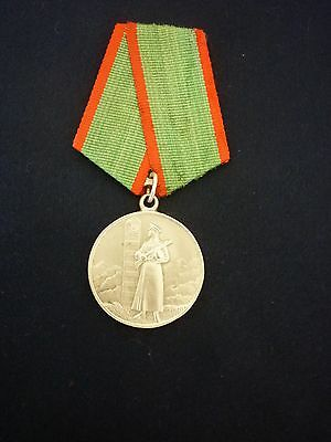 Ww2 Soviet Russia - 'distinguished Service In Defence Of Border' Medal (Silver)