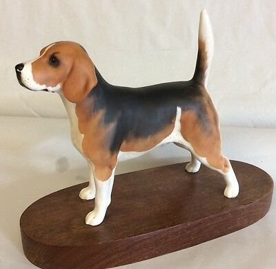 """Beswick Beagle """" Wendover Billy """" On Wooden Plinth"""