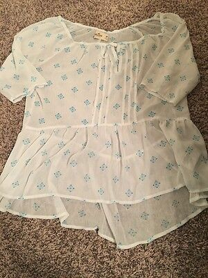 Women's Hollister White and Blue Patterned Blouse Shirt Size Medium
