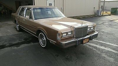 1986 Lincoln Town Car  1986 Lincon Town Car with 89,248 miles!!!!