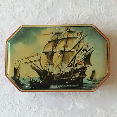 VINTAGE WELCH's QUALITY SWEETS TIN TYNEMOUTH.