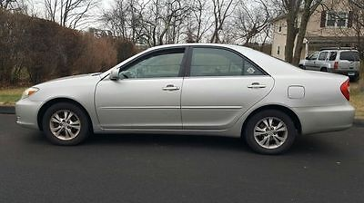 2004 Toyota Camry XLE (New Timing Done) 4dr Sedan XLE Automatic Gasoline 6 cyl  SILVER