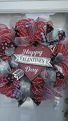 valentines hearts red and white deco meshb30 inch wreath