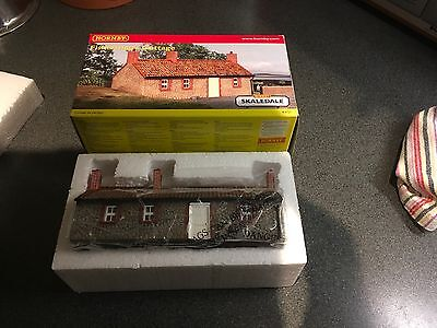 Hornby skaledale Fisherman,s Cottage Model Railway 00 Gauge Model Building