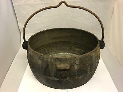 Victorian Vintage Large Cast Iron Romany Gypsy Cooking Pot Swing Handle 2.5 G