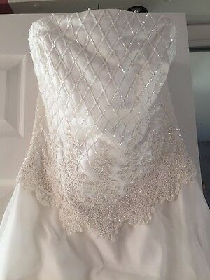 Size 12/14 Ivory Wedding Dress With Train Cost £1200 New