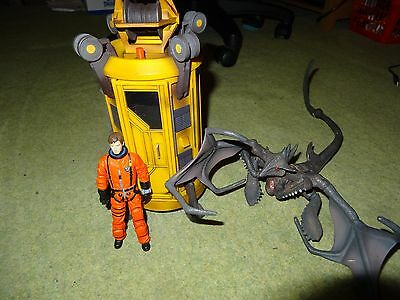 Doctor Who Yellow Tardis, figure and reaper