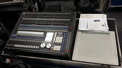 Avolites Pearl 2004 DMX light with Flight Case