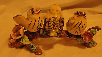 Vintage Figurine - Baby Robins - A/6 - B - Three Birds On Branch