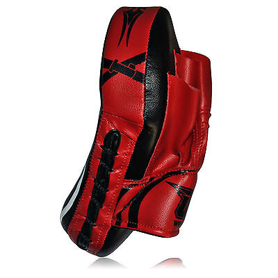 A Focus Pad Hook and Jab Focus Mitt Punch bag Kick Boxing Training Pad red mma