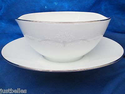 Noritake WHITEBROOK Gravy Boat  MINT  white flowers *have more pieces to set*