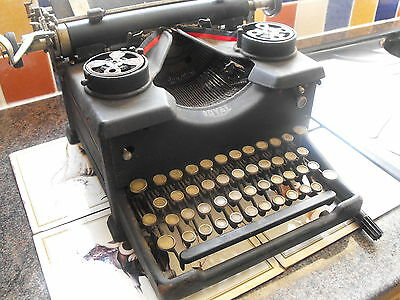 VINTAGE TYPEWRITER -Royal - 1920s-1930s FREE collection or pay postage REDUCED