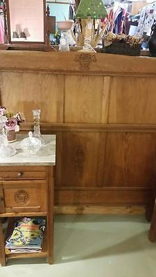 BEAUTIFUlL ANTIQUE OAK BEDROOM SET MARBLE TOP DRESSER AND NIGHT STAND