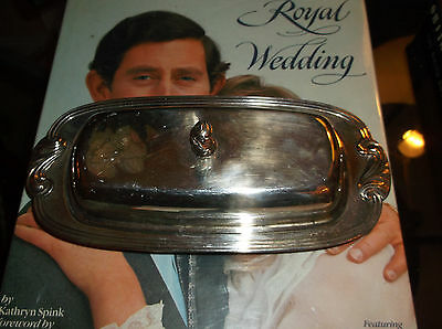 Vintage  Wm. A. Rogers Oneida Litd. Silver Plate Butter Dish