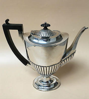 LOVELY SOLID SILVER COFFEE POT, CHESTER 1897, 568.9g / 20oz