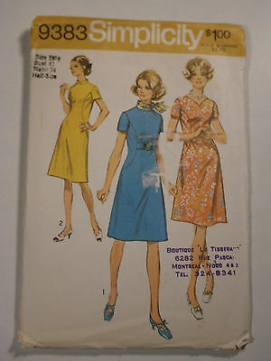 Vintage 1970s Dress Sewing Pattern Simplicity # 9383 Plus Size 18½