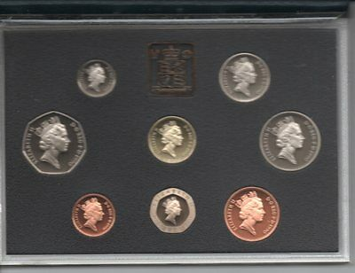 1990 QEII 8 coins Proof.set sealed in a BLUE CASE.
