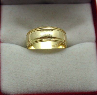 Ladies 18ct Gold Wedding Ring With Patterned Border Size K.1/2.