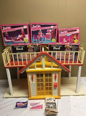 BARBIE DREAM HOUSE VINTAGE COTTAGE 1982 WITH ALL DOORS -RAILINGS More Look