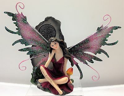 Magenta Fairy with Mythic Stone Legends of Avalon Figurine with Metal Wings