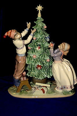 LLadro Trimming the Tree Sculpture