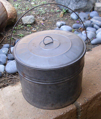 Very good condition, genuine VINTAGE metal lunch pail / canteen, with lid